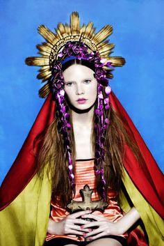 †††IMAGINERIA BARROCA DEL XXI----cubierta con el rojo y gualda con un toque de flores republicas....al salir del templo se toco la marcha de RIEGO