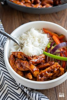 Sweet and Sticky Chicken – tender strips of seasoned chicken thigh in a lick the spoon sweet and sticky sauce. Slimming World Dinners, Slimming World Chicken Recipes, Slimming World Recipes Syn Free, Slimming Eats, Slimming World Sticky Chicken, Cooking Recipes, Healthy Recipes, Diet Recipes, Cooking Stuff
