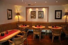 In der gemütlichen Turmklause werden bodenständig-regionale Gerichte serviert. Restaurant, Table, Furniture, Home Decor, Fine Dining, Decoration Home, Room Decor, Diner Restaurant, Tables