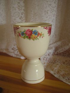 1940 antique Homer Laughlin Brittany egg cup china made in the USA