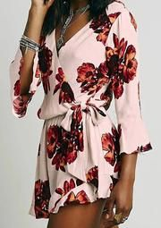 It is easier to find Spring beautiful blouses and fashion tops at CUPSHE.
