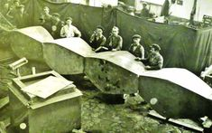 """Constantin Brâncuşi, zeul ţăran.Rockefeller: """"Cum pot să te ajut?"""" Brâncuşi: """"Ia şi mătură atelierul!"""" Brancusi Sculpture, Constantin Brancusi, Brothers In Arms, Amedeo Modigliani, Rodin, Painting, Writers, Literature, Sculptures"""