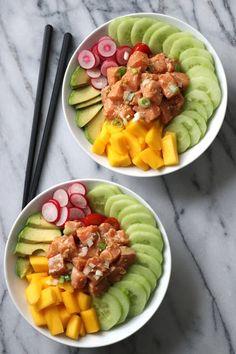 Poke bowl au saumon mariné et mangue