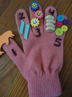 Finger-counting Gloves  and 9 other crafts to teach kids numbers!