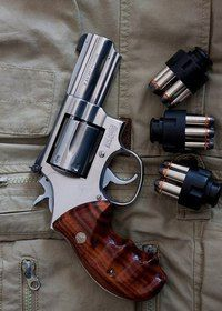 Smith And Wesson Revolvers, Smith N Wesson, Weapons Guns, Guns And Ammo, Rifles, Revolver Pistol, Survival Life Hacks, Magnum, Fire Powers