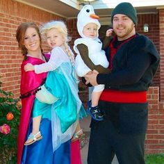 Disney Halloween Costume Ideas for Families Mickey Halloween Party, Frozen Halloween Costumes, Disney Family Costumes, Soirée Halloween, Baby First Halloween, Frozen Costume, Halloween Cosplay, Homemade Halloween, Baby Olaf Costume