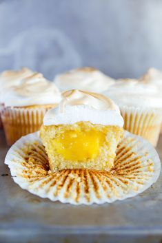 Dessert Recipe-Lemon Meringue Cupcakes - Fluffy lemon cupcakes filled with lemon curd and topped with a perfectly golden meringue frosting! Lemon Meringue Cupcakes Recipe, Lemon Meringue Cheesecake, Meringue Frosting, Lemon Cupcakes, Cupcake Recipes, Dessert Recipes, Mojito Cupcakes, Apple Cupcakes, Strawberry Cupcakes