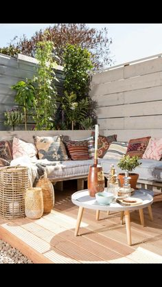 26 Backyard Upgrades on a Budget - Draussenzimmer - Garden Deck Outdoor Areas, Outdoor Seating, Outdoor Rooms, Outdoor Living, Outdoor Furniture Sets, Outdoor Decor, Lounge Seating, Garden Seating, Garden Table