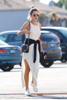 13 Looks basiquinhos por Alessandra Ambrosio - Guita Moda Alessandra Ambrosio, All Star Outfit, Star Fashion, Fashion Outfits, Dress With Sneakers, Casual Street Style, Classy Outfits, Ideias Fashion, Summer Outfits