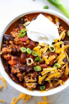 Turkey Chili this healthy chili recipe is so thick and hearty and bursting with flavor. Loaded with lean ground turkey, tender beans and the perfect spice blend. Ground Turkey Chili, Turkey Chilli, Ground Turkey Recipes, Crockpot Turkey Chili, Chili Recipes, Crockpot Recipes, Cooking Recipes, Healthy Recipes, Healthy Chili