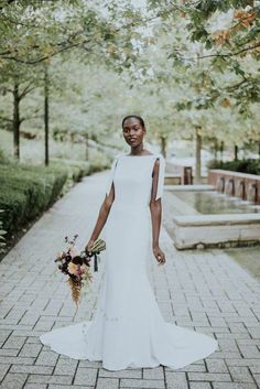 Stunning Chicago Wedding Portrait Inspiration at Lake Shore East Park Safari Wedding, Wedding Pics, Wedding Things, Bride Portrait, Wedding Portraits, Wedding Dress Trends, Wedding Gowns, Types Of Gowns, Traditional Gowns