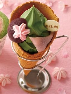 Spring,and cherry blossoms, may still be a little while ahead, but you'll soon be able to enjoy a sweet taste ofthem at the Tsujiri tea shop in Kyoto!