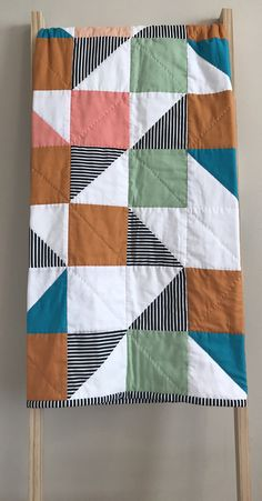 Gender neutral baby quilt Baby quilting designs be - neutralbaby Quilt Baby, Quilted Baby Blanket, Patchwork Baby, Baby Quilt For Girls, Patchwork Blanket, Neutral Baby Quilt, Gender Neutral Baby, Gender Neutral Colors, Quilting Projects