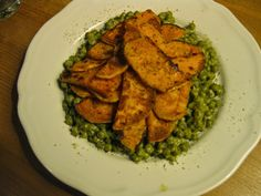 Abends bei Nicole dann ihr neues Lieblingsgemüse: grüne Erbsen mit etwas Sojasahne und Salz und Pfeffer, dazu gebratene Süßkartoffel.