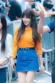 South Korean Girls, Korean Girl Groups, Red Velet, Yellow Tees, Wendy Red Velvet, Airport Style, Airport Fashion, Velvet Fashion, Casual Street Style