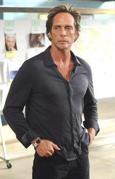 A promo photo of William Fichtner as Alex Mahone from S4 of Prison Break. It's a great size too!