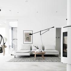 Sisustuksen moderni vaalea ilme, johon syvyyttä tuo musta Flos 265 seinävalaisin. #sisustus #livingroom Flos 265, Inside Outside, Roomspiration, Interior Inspiration, Living Room Furniture, Beautiful Homes, Ikea, Sweet Home, House Design