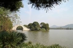 Xianghu Lake is another beautiful lake in Hangzhou aprt from West Lake. Xianghu Lake is home to the oldest canoe in the world, which has a history of over 8,000 years.