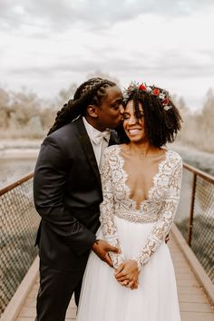 Beaming newlywed vibes and bridal style that's positively perfect ✨ Wedding inspiration is always fun, but photos like these are the ultimate goal. Double tap if you agree! Wedding Tips, Wedding Couples, Wedding Photos, Wedding Beauty, Wedding Planning, Budget Wedding, Bridal Pictures, Bridal Beauty, Destination Wedding