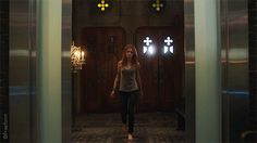 """S2 Ep3 """"Parabatai Lost"""" - Don't mess with Clary.  #Shadowhunters"""