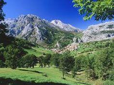 Ampliación de los límites del Parque Nacional de los Picos de Europa, en una superficie de 2.467 hectáreas. Con esta ampliación, la primera bajo la nueva Ley 30/2014 de Parques Nacionales, el Parque Nacional de los Picos de Europa incrementa su superficie hasta contar con un total de 67.455 hectáreas.  Fuente: http://www.ecoticias.com/naturaleza/99843/via-libre-para-la-ampliacion-del-parque-nacional-de-los-picos-de-europa