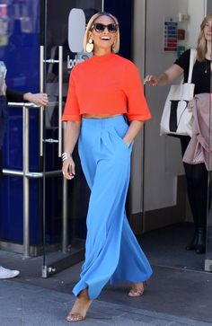 Get daily outfit inspiration with our round-up of the best A-list casual looks - - Casual dressing ideas from stylish celebrities. Mode Outfits, Chic Outfits, Spring Outfits, Fashion Outfits, Fashion Trends, Summer Brunch Outfit, Miami Outfits, Teen Outfits, Casual Summer Outfits