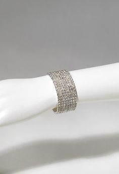 8 Row stretch rhinestones bracelet features:<br>•Lead and nickel free
