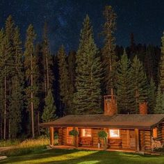 Wonderful Choices to create your beautiful log cabins in the woods or next to a lake. A peaceful environment to get away from our crazy crazy life. Tiny House Cabin, Log Cabin Homes, Log Cabins, Ranch, Lakeview Cabin, Building A Small House, Country Living Decor, Cabins And Cottages, Small Cabins