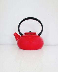 Teapot Mid Century Red Enamel Teapot with Resin Handle and Knob Vintage Metal Enamel Teapot Retro Red Teapot Gift Red Tea Kettle