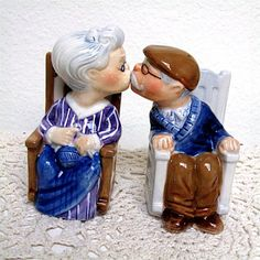 salt and pepper shakers 1
