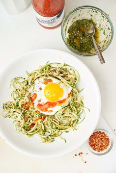 Recipe: 3-Ingredient Pesto Zoodle Bowl — The 6-Minute Lunch