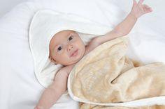 Cuddledry fue fundada en Reino Unido por dos viejas amigas, ahora madres emprendedoras y trabajadoras. El primer producto que diseñaron fue la Toalla Delantal Cuddledry fabricada con fibra de bambú y algodón ecológico.