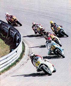 500cc Oostenrijk: Phil Read voor Wil Hartog, Barry Sheene, Dieter Braun (#14), Johnny Cecotto & John Williams.
