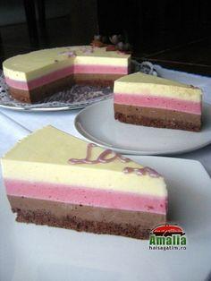 Tort cu mousse de zmeura si ciocolata (Tort cu mosse de zmeura 0)   imagine reteta Hungarian Desserts, Romanian Desserts, Romanian Food, Cake Recipes, Dessert Recipes, Cake Flavors, Sweet Desserts, Vanilla Cake, Sweet Treats