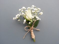 #mariage #boutonnières Rose blanche Akito et gypsophile