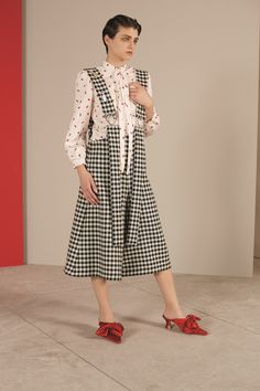 http://www.vogue.com/fashion-shows/resort-2018/vivetta/slideshow/collection