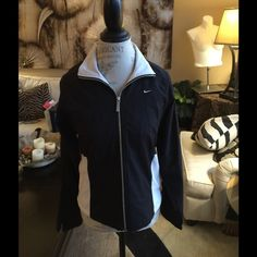 LN NIKE SPORTS JACKET. FULLY LINED. ZIP UP FRONT THE PERFECT JACKET TO GRAB WHEN YOU JUST NEED A LITTLE SOMETHING Nike Jackets & Coats
