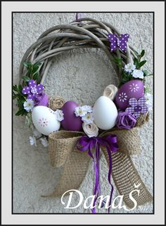 Easter decoration - Diy and Crafts Mix Diy Spring Wreath, Diy Wreath, Spring Crafts, Easter Toys, Easter Crafts, Easter Wreaths, Holiday Wreaths, Diy Osterschmuck, Diy Ostern