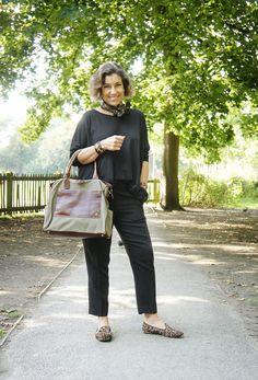 Estilo de Vida com Consuelo Pascolato Blocker: Looks da viagem para Escocia e Londres com uma mala. Mature Fashion, 50 Fashion, French Fashion, Timeless Fashion, Fashion Outfits, Classy Outfits, Casual Outfits, Fall Travel Outfit, Advanced Style