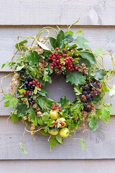 Autumn wreath made from foraged natural materials - wild berries and foliage inc Malus sylvestris - Crabapples, Crataegus monogyna - Hawthorn, Rubus fruticosus - Blackberries and Prunus spinosa - Sloes or Blackthorns // www.gapphotos.com