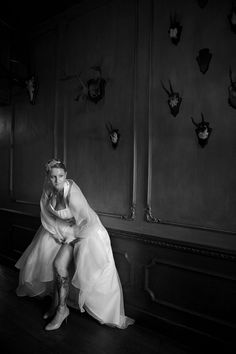Bruid met tatoeage (zwart/wit).