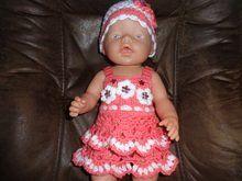 Häkelanleitung für ein Puppenkleid ab einer Größe von 40 cm Girl Doll Clothes, Doll Clothes Patterns, Barbie Clothes, Clothing Patterns, Girl Dolls, Baby Dolls, Baby Born, Barbie Dress, American Girl