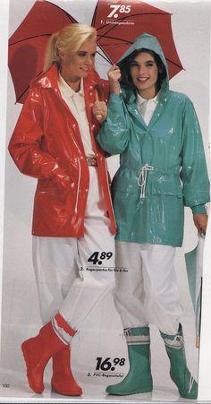 bunte Plastik-Regenjacken