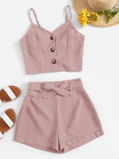 Button Front Cami Top With Belted Shorts – Mode für Frauen Crop Top Outfits, Cute Casual Outfits, Cute Summer Outfits, Stylish Outfits, Two Piece Outfits Shorts, Summer Shorts, Cami Top Outfit, Summer Crop Tops, Outfit Summer