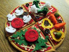 Pretend play felt food - vegetarian pizza by DusiCrafts