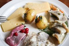 Heringsspezialitäten aus Smaland Schweden http://www.travelworldonline.de/traveller/bb-fuer-gourmets-in-smaland-schweden-grimsnaes-herrgard/?utm_content=buffer3505a&utm_medium=social&utm_source=pinterest.com&utm_campaign=buffer ... #hering #smaland #schweden #sweden #sverige