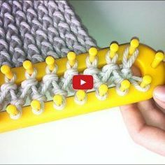Vid o faire une charpe au tric Pearltrees - Love Crochet Loom Scarf, Loom Knitting Stitches, Loom Knit Hat, Loom Knitting Projects, Knitting Blogs, Easy Knitting, Double Knitting, Knitting Scarves, How To Loom Knit