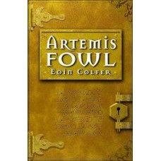 Artemis Fowl - Artemis Fowl, Una historia diferent ja que el nostre protagonista és Artemis, un nen. Però no un nen qualsevol, no! A la seva edat té una intel·ligència molt desenvolupada i pot arribar allà on vulgui per aconseguir el que vulgui. Fins i tot aventurar-se en un món desconegut per l'espècie humana