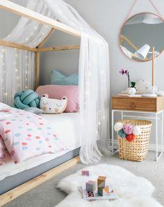 Hoy quiero compartir con vosotr@s un romántico y dulce dormitorio para una niña . Está repleto de ideas preciosas, sencillas y con ciert...