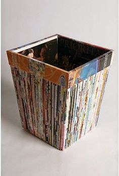 Now a days majority of our rooms in our house like bathrooms, bedrooms, kitchens and diningrooms benefits from waste baskets. Recycled Magazine Crafts, Recycled Paper Crafts, Recycled Magazines, Upcycled Crafts, Newspaper Basket, Newspaper Crafts, Old Newspaper, Rolled Magazine Art, Waste Paper